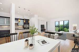 Browse active condo listings in LENNOX